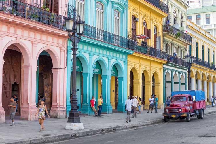 Kamira Typical street scene in Havana, Cuba