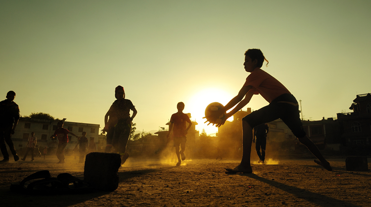 """The Best Gear for """"Fly-on-the-Wall"""" Street Photographers — Street Soccer"""
