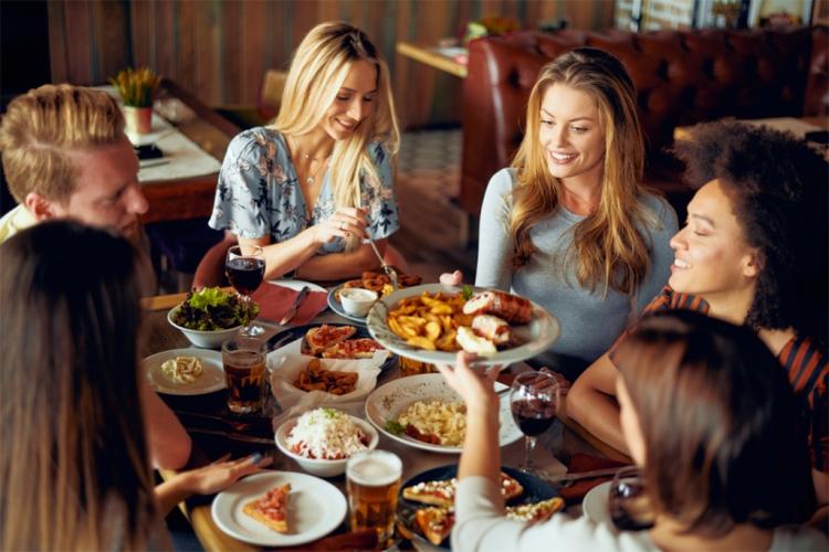 11 Expert Tips for Capturing Images of People Eating — Choose Models Who Enjoy Food
