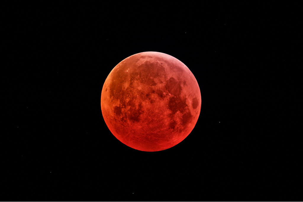 Tips for Capturing Phenomenal Pictures of the Moon — Special Phenomena